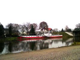"""Außengelände des Binnenschiffahrtsmuseums Oderberg mit dem Museumsschiff """"Riesa"""" © HTW Berlin"""