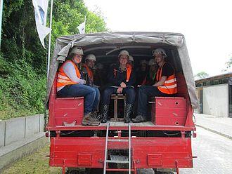 Fahrt mit dem Geländewagen zum Tagebau und zur Fossiliensuche © HTW Berlin / Tobias Nettke