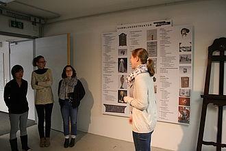 Gespräche zu den Themen Inventarisierung und Archivierung im Stadtgeschichtlichen Museum © HTW Berlin / Susanne Kähler