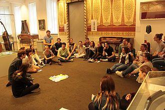 Besprechung einer museumspädagogischen Übung im Museum für Hamburgische Geschichte © HTW Berlin / Tobias Nettke