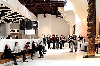 Besuch der Dauerausstellung des Musée de quai Branly mit Führung zur Museumsarchitektur und anschließendem Gespräch zu den Themenkomplexen 'Kolonialismus', 'Provenienzforschung' und 'Restitution'. © HTW Berlin / Thomas Kämpfe