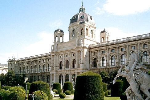 Maria-Theresien-Platz in Wien. Im Hintergrund das Kunsthistorische Museum. © CC BY-SA 3.0 / de-Wikipedia: Stern