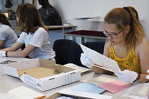 Studierende bei der Rechereche © HTW Berlin / Victoria Humpert