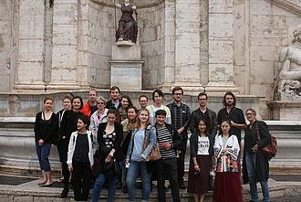Gruppenbild vor dem Kapitol. © HTW Berlin / Georg Frank