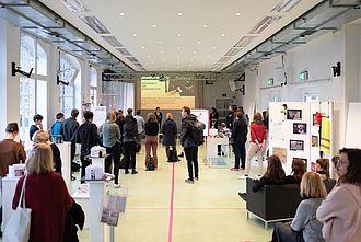 Kurzvortrag über die beiden museologischen Studiengänge an der HTW. © HTW Berlin / Marco Ruhlig