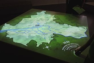 Analyse einer dynamischen Karte von Hamburg im Museum für Hamburgische Geschichte © HTW Berlin / Tobias Nettke