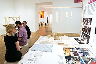 Studierende im Museum für Kunst und Gewerbe (MKG) Hamburg. © HTW Berlin / Theresa-Sophie Herget