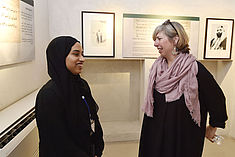 Teilnehmerin und Lecturer im Gespräch während eines Workshops © SAWA Museum Academy