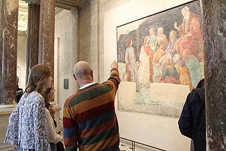 Gespräche zwischen Studierenden und Lehrbeauftragten beim gemeinsamen Rundgang im Louvre. © HTW Berlin / Thomas Kämpfe