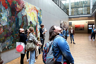 Besuch in der Kunstsammlung des Deutschen Bundestages. © HTW Berlin / Dorothee Haffner