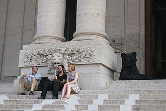 Studierende vor der Galleria Nazionale d'Arte Moderna. © HTW Berlin / Susanne Kähler