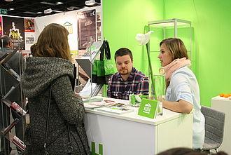 Studierende der Museumskunde stellen die Studiengänge vor und beantworten Fragen von Interessierten © HTW Berlin / Museumskunde